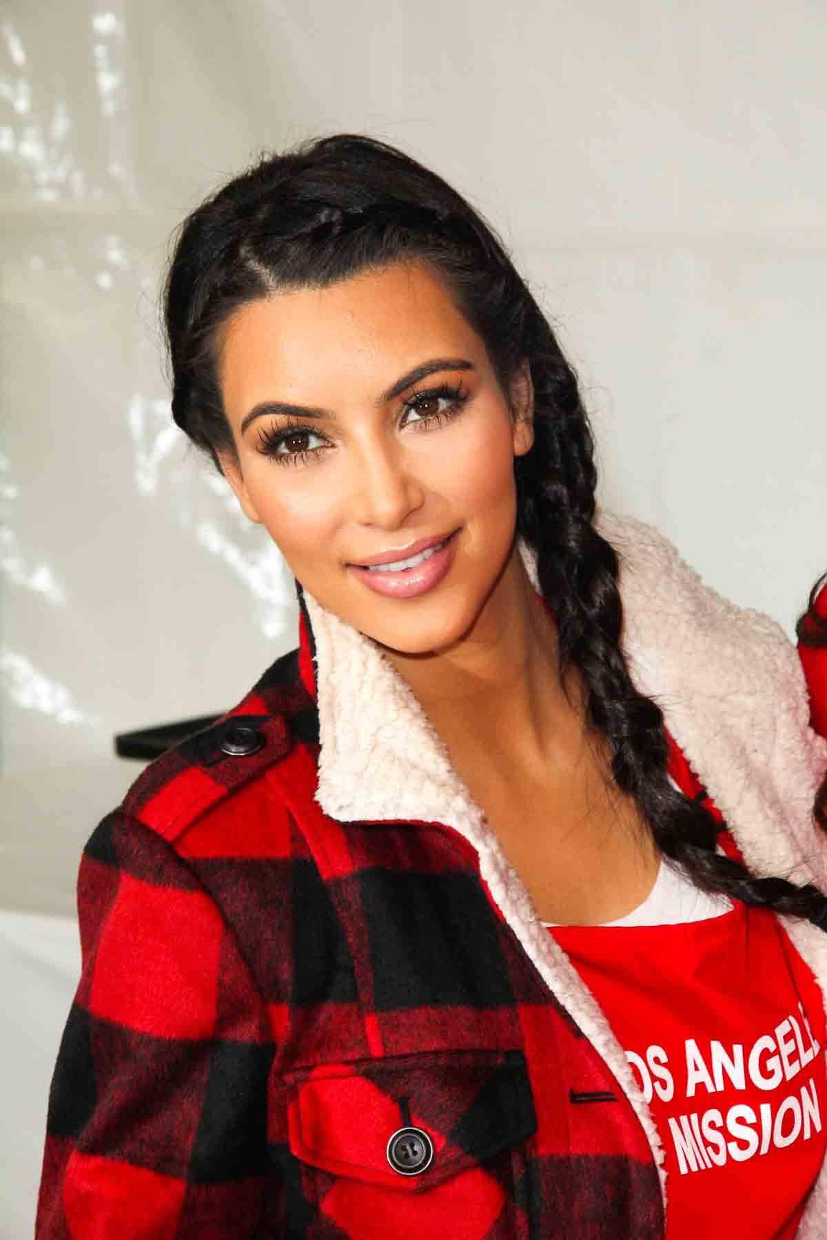 Kim Kardashian mit Zöpfen